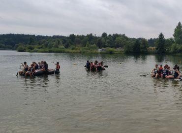 Klasse 7b - Schulchallange Gewinner beim Floßbau